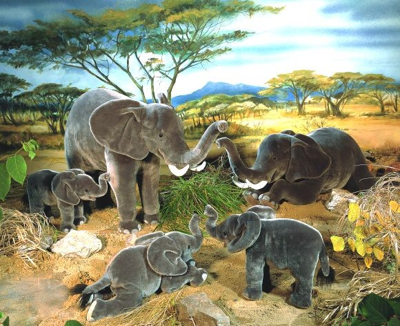 "Elefant ""Matibi"", liegend"